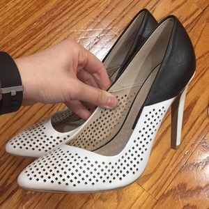 French Connection black and white pointed heel